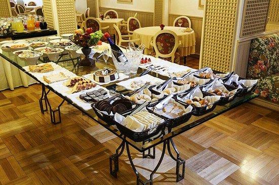 O atual café da manhã no Hotel Lancaster.
