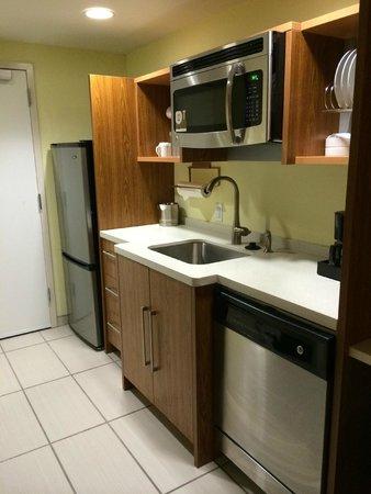 Home2 Suites by Hilton Rochester Henrietta: Full Kitchen