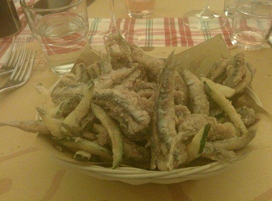 Zio Pesce : Frittura alici e zucchine.