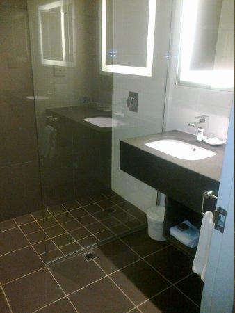 Novotel Melbourne on Collins: Bathroom