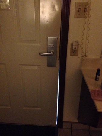 Knights Inn Sandusky OH: Room 127 door