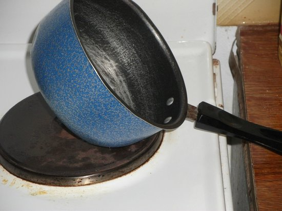 Lofos Studios: pans wont stand up without somthing in them.