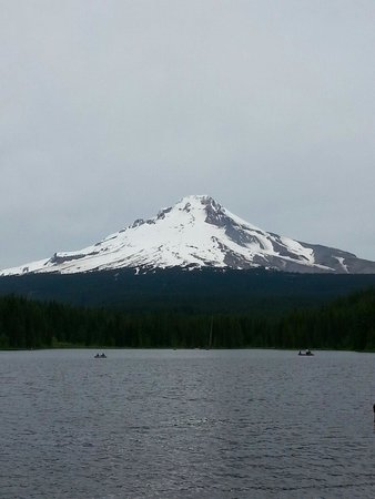 Trillium Lake: View from the south end of the lake.