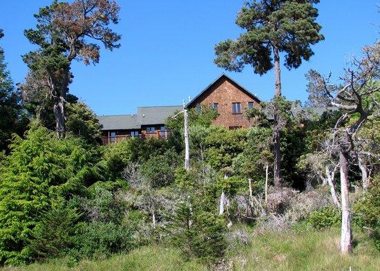 Brewery Gulch Inn: View of inn from driveway