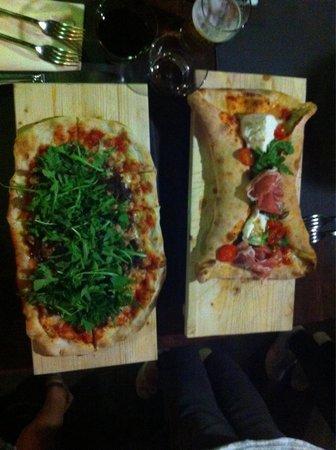 Re Artu: Pizza farfalla e pizza tonno, cipolle caramellate e rucola