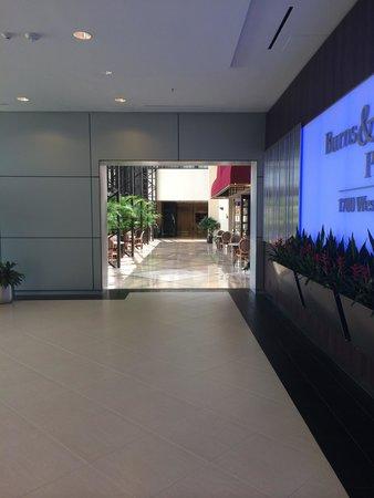 Houston Marriott West Loop by The Galleria: Fairways restaurant is good