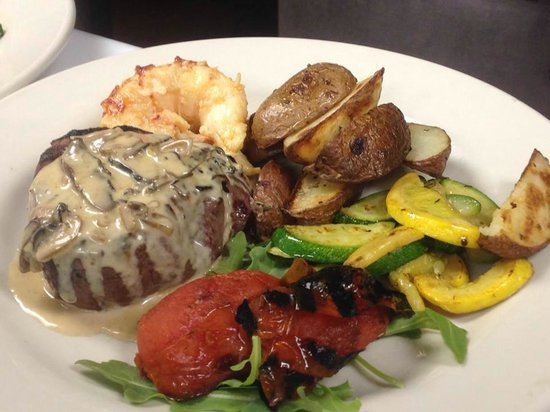 Walkers Mediterranean Restaurant: Surf and Turf