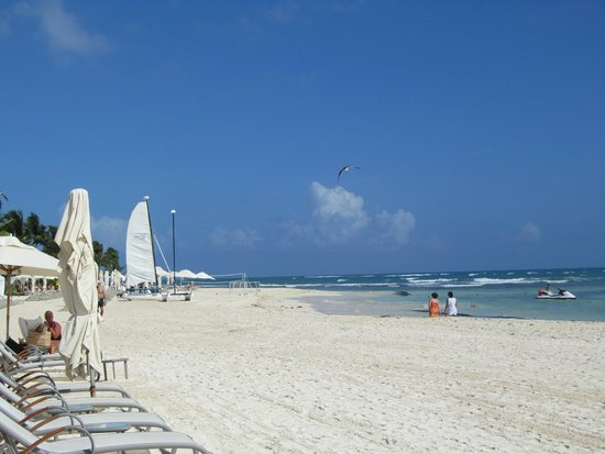 Grand Velas Riviera Maya: Beautiful beach in front of Grand Velas