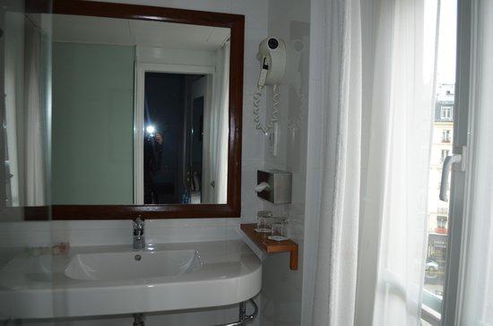 Best Western Aramis Saint-Germain: Bathroom