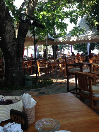 Hotel Kumala Pantai: Outdoor dining