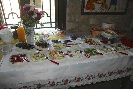 Ephesus Suites Hotel: Yummy breakfast