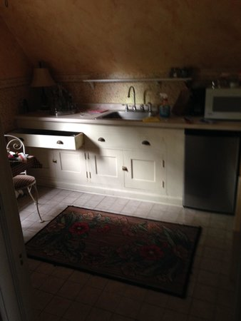 Olcott House Bed and Breakfast Inn : Kitchen.  Sorry, we left the drawer open