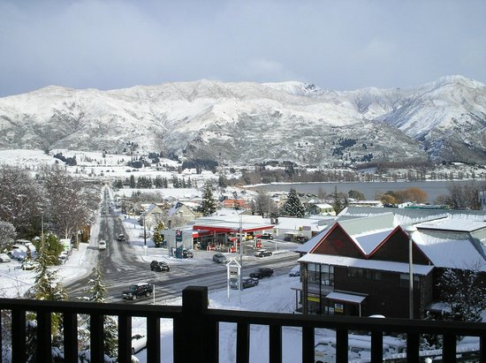 Wanaka Heights Motel : Winter view from rooms