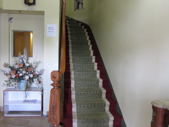 Hotel A2K: Diese Treppe, gehoerte mal zum Eingang.