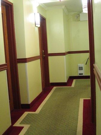 Hotel A2K : zu viele, aber saubere Gaenge.