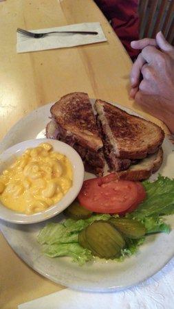 Boss Hogg's Restaurant & Saloon: Patty Melt was very good!