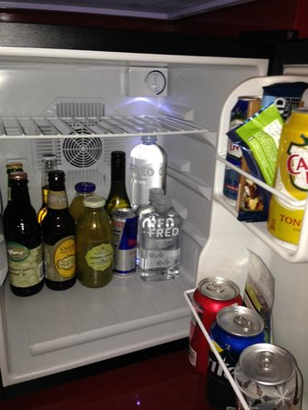 Kimpton Hotel Monaco Philadelphia: Mini Fridge