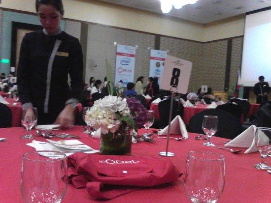 Crowne Plaza Manila Galleria: Grand Ballroom (preparing for dinner)