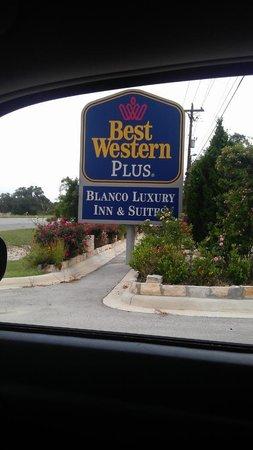 BEST WESTERN PLUS Blanco Luxury Inn & Suites : Hotel sign