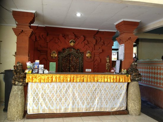 Hotel Lumbung Sari: Reception - ilapidated and dusty