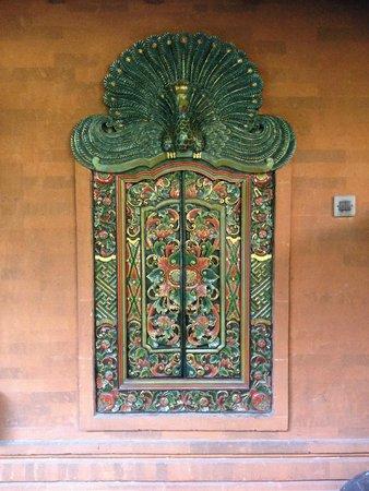 Hotel Lumbung Sari: quaint Balinese style window shutters