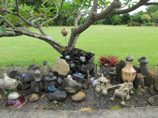 Maui Ocean Breezes: Interesting statues