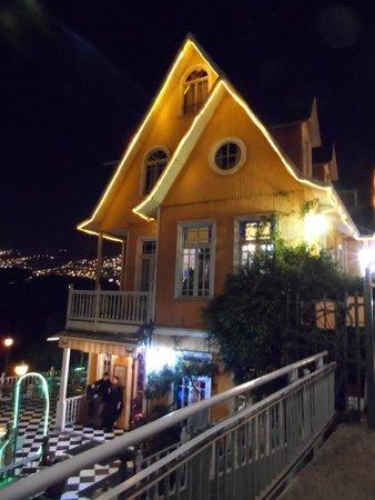 Valparaiso's Gate (La Puerta de Valparaiso): Cerro