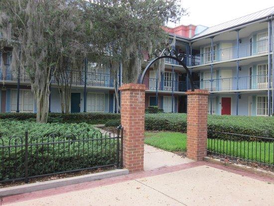 Disney's Port Orleans Resort - French Quarter : Hotel Rooms Exterior