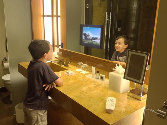 JW Marriott Marquis Miami: Loved the TV