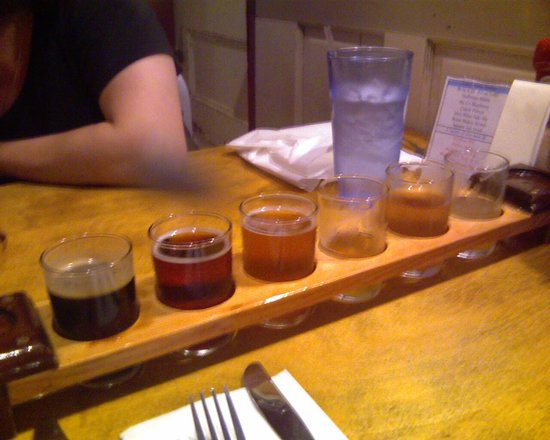 Moat Mountain Smokehouse: Beer tasting tray - some beer tasted already!