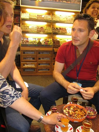 My Local Guide - Istanbul: Latif Discusses Turkish Foods and Drinks on a Tour