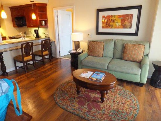 Grand Waikikian by Hilton Grand Vacations: リビングルームです