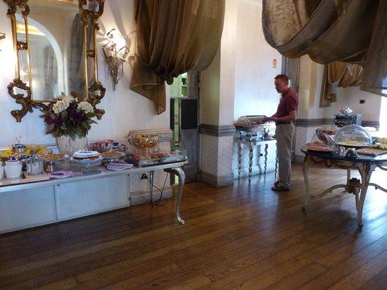 Hotel San Anselmo: Breakfast Area