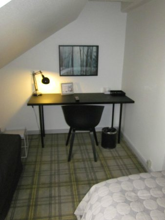 Ibsens Hotel: Writing Desk