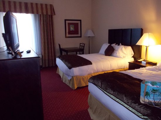 Ramada La Vergne: view of beds, room space