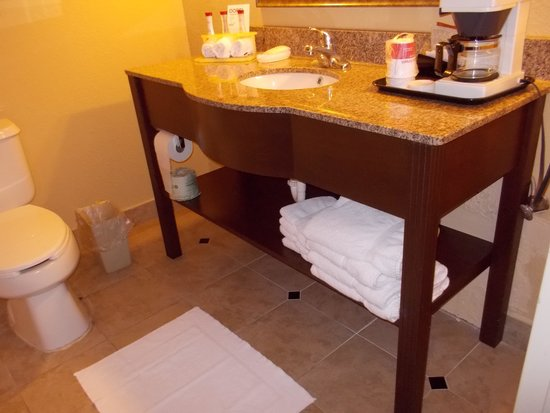 Ramada La Vergne: bathroom vanity