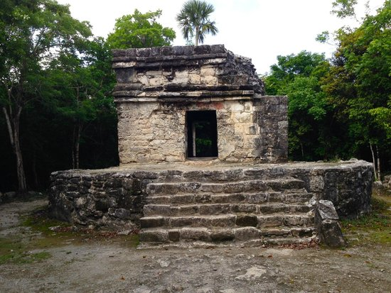 San Gervasio Mayan Archaeological Site: One of the buildings.