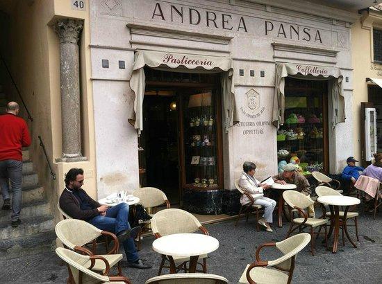 Pasticceria Pansa: Pansa tables outside