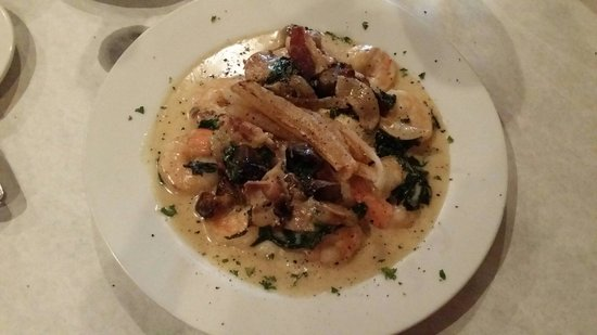 Vintage on 5th: Shrimp and grits