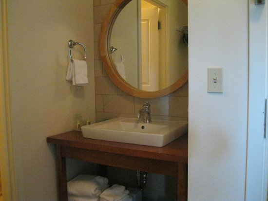 Running Y Ranch Resort: Room sink area