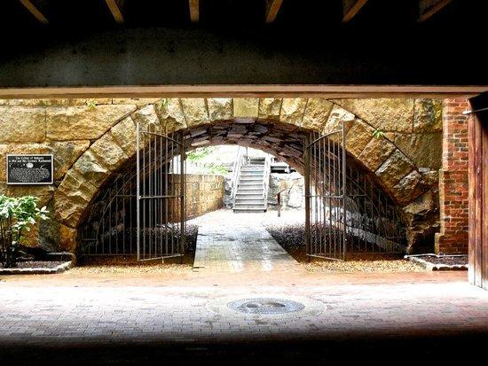 Omni Richmond Hotel: Stroll the Canal Walk