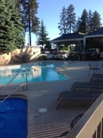 Bend Inn Suites: Beautiful Clean Pool
