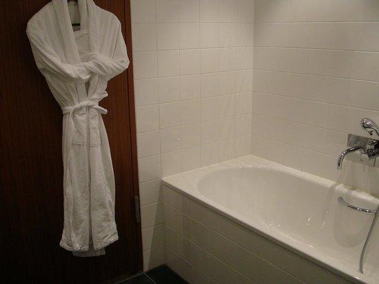 Sofitel Berlin Kurfuerstendamm: Bathroom