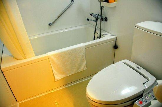 Okinawa-Zampamisaki Royal Hotel: アロマフレグランスルームのバスルーム