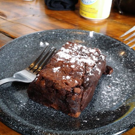 Cafe Pave: ahh...molten lava chocolate cake. well done!