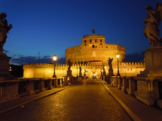 Tiber Limo - Day Tours: 夜のサンタンジェロ城