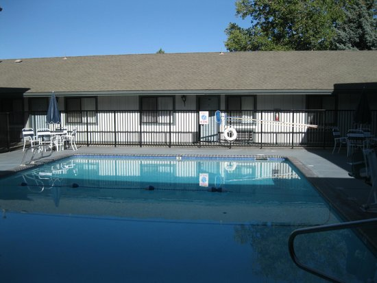 Best Western Miner's Inn: One of the two pools