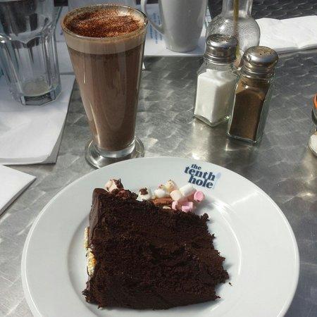 The Tenth Hole Tea Rooms: Chocolate fudge cake :)