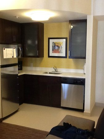 Residence Inn Ottawa Airport: Full kitchen!