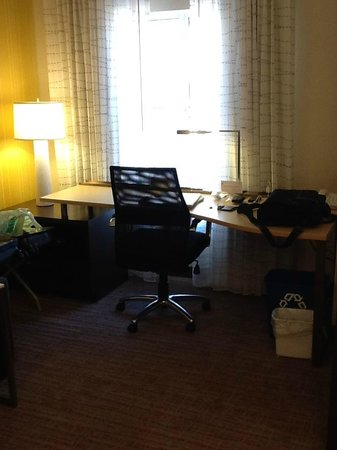 Residence Inn Ottawa Airport: Good-size working area